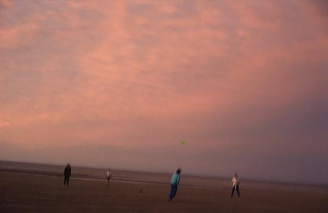 Игроки на пляже. Фотограф Долорес Марат