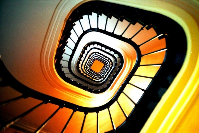 Красочная парижская лестница. Фотограф lavisionmd