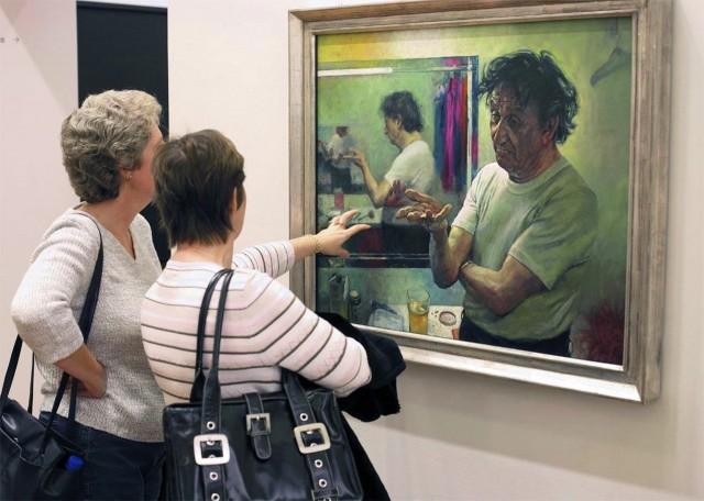 На выставке картин, Лондон. Фотограф Ник Тёрпин