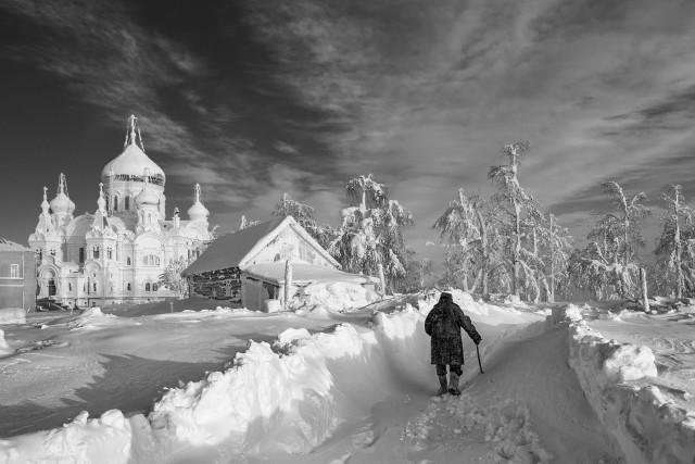 Сквозь заносы снежные. Автор Владимир Чуприков