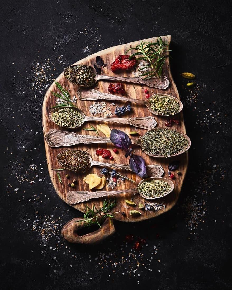 Специи для вяленых томатов. Фотограф Юлия Бурлакова