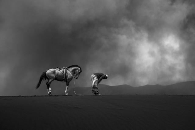 Чёрно-белое фото. Фотограф Руди Оэй