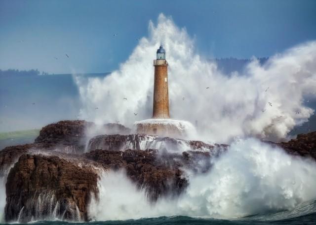 Поощрительная премия в категории «Красота природы», 2020. Шторм на северном побережье Кантабрии, Испания. Автор Серхио Сааведра Руис