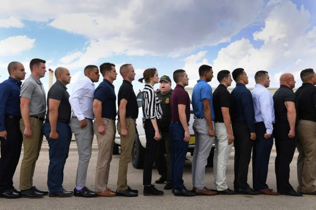 1 место в категории  «Обворожительные лица и персонажи». В Академии пограничного патрулирования, штат Нью-Мексико, США. Автор Мэтт МакКлейн
