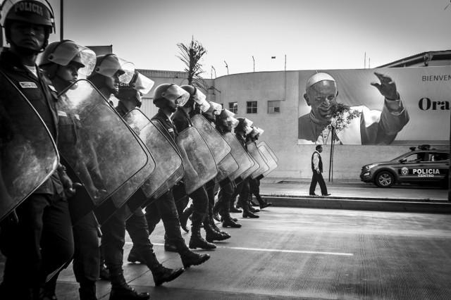 Поощрительная премия в категории «Документальное фото и фотожурналистика». Во время визита папы Франциска в Перу. Автор Марио Льорка Лоурейро