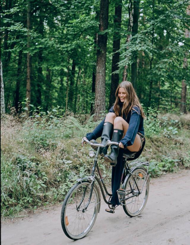 Луна Бийль для сентябрьского выпуска Vogue Польша. Фотограф Соня Шостак