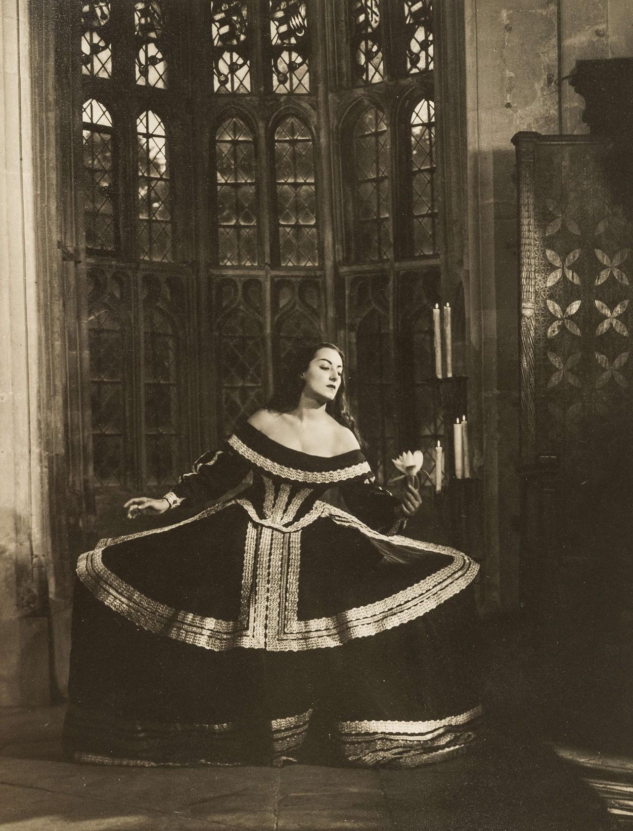 Актриса Марика Ривера в сценическом образе. Ангус МакБин
