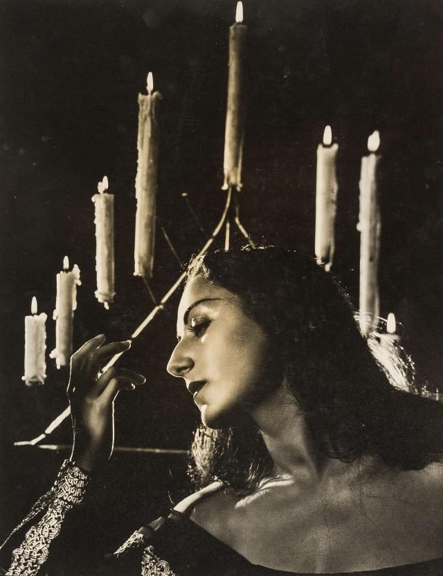Марика Ривера на сцене. Ангус МакБин