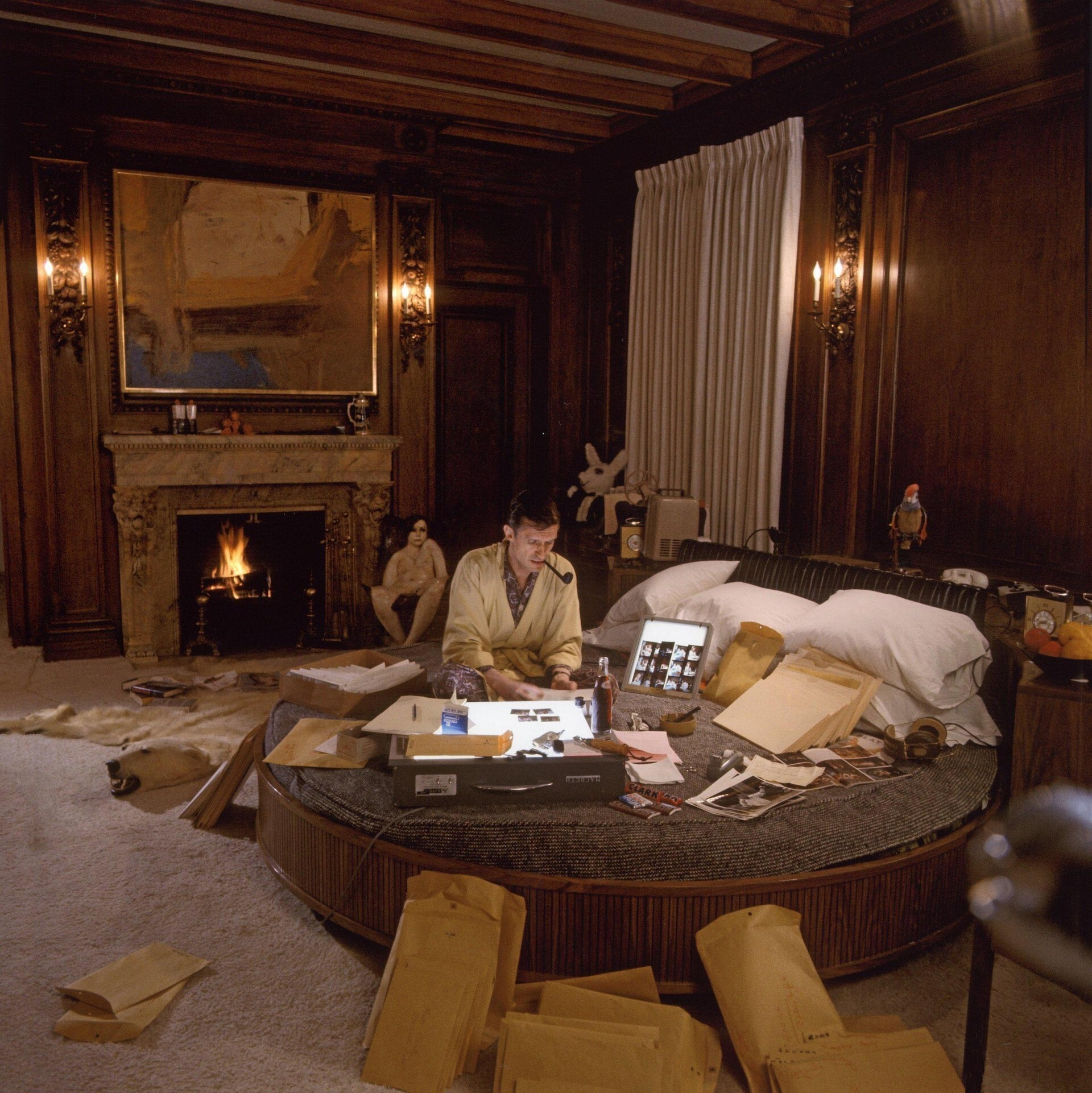«Хью Хефнер на круглой кровати»,  январь 1966 года. Фотограф Ларри Гордон