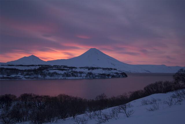 Апрельский рассвет на Курильском озере в Южно-Камчатском федеральном заказнике. Фотограф Игорь Шпиленок