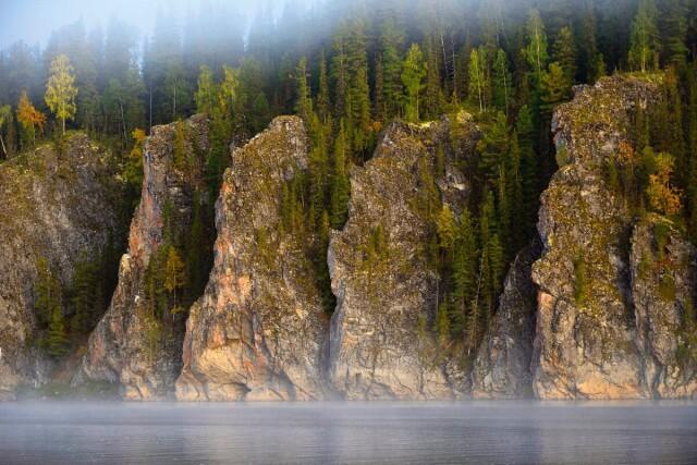 Каменные «щёки» на реке Щугор в национальном парке «Югыд ва», что на языке коми означает «светлая вода». Фотограф Игорь Шпиленок