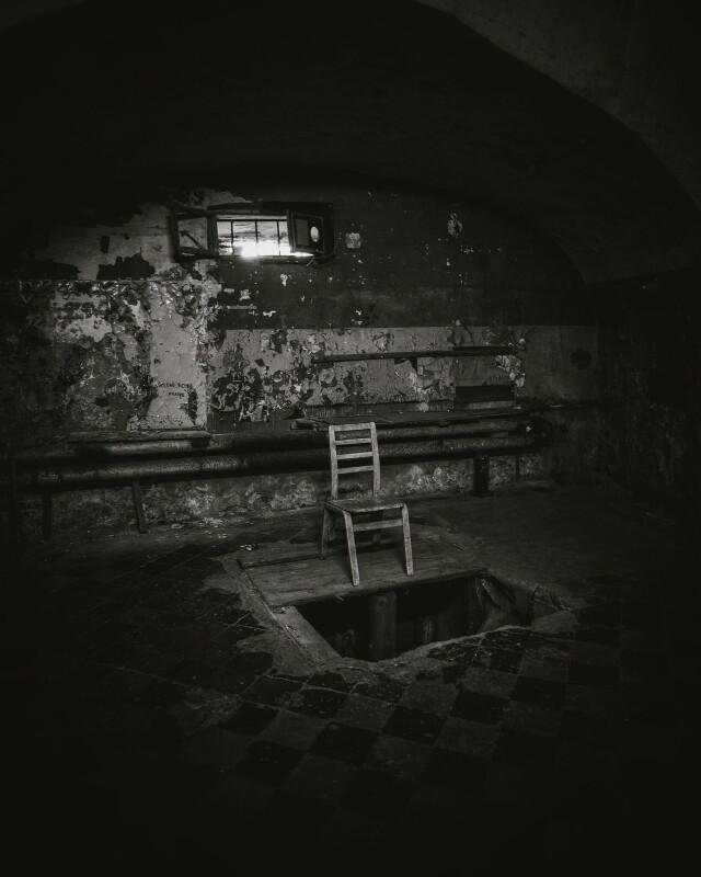 Комната казни заброшенной тюрьмы в Эстонии. Фотопроект Киммо Пархиала и Тани Палмунен «Заброшенная Скандинавия»