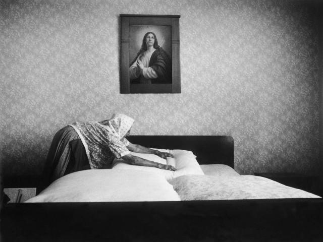 В спальне, из серии «Врата надежды», Чехия. Йиндржих Штрейт