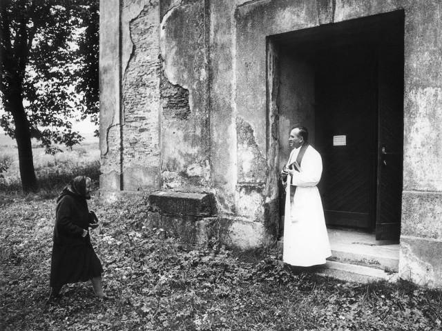 Приход в церковь, Чехия, 1983. Йиндржих Штрейт