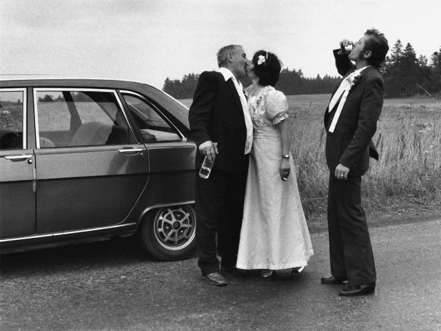 Свадьба на дороге, из серии «С утраченным сердцем», Чехия. Йиндржих Штрейт