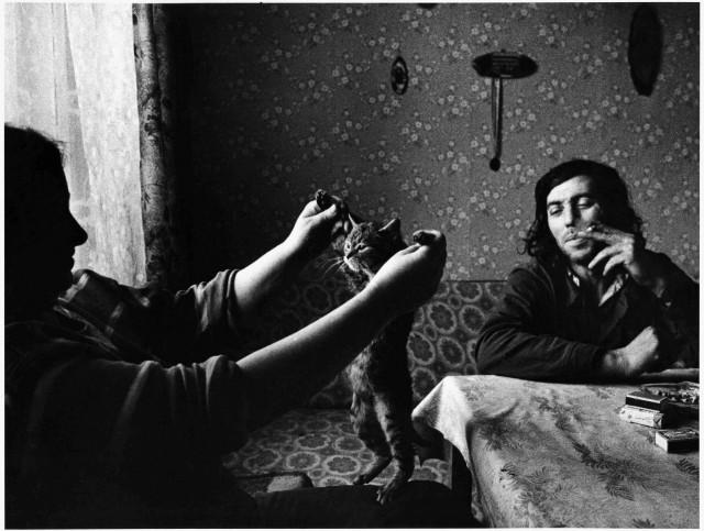 Фото с котом из цикла «Идиллия на кухне», в Арнолтице, Чехия, 1990. Йиндржих Штрейт