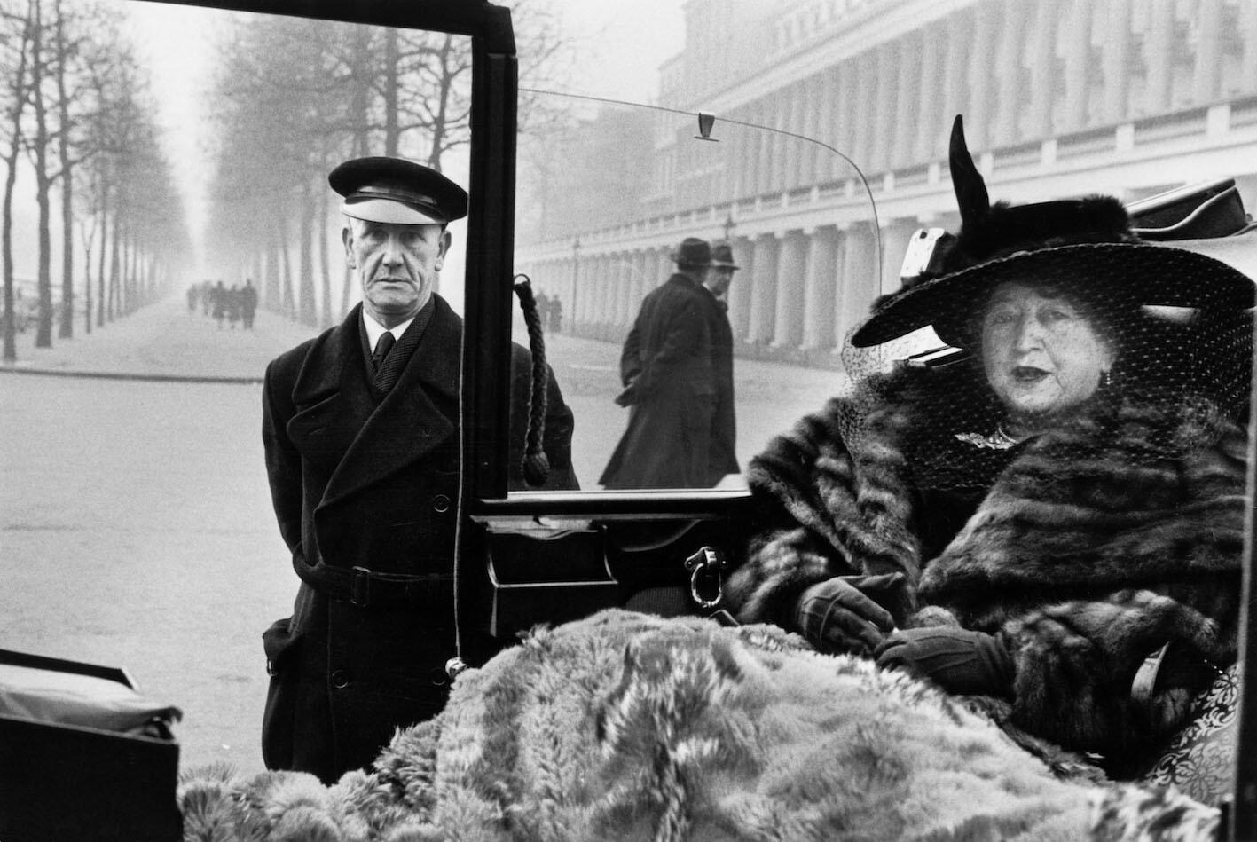 Эвелин Нэш в торговом центре Букингемского дворца, Великобритания, Лондон, 1953 год. Фотограф Инге Морат