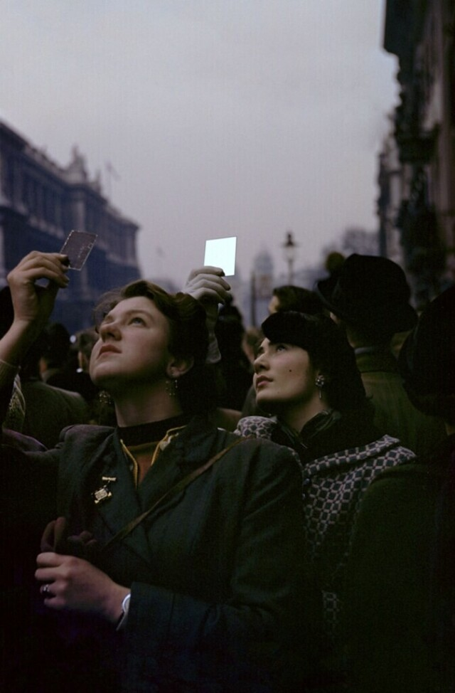 Поминальное воскресенье, Лондон, 1953 год. Фотограф Инге Морат