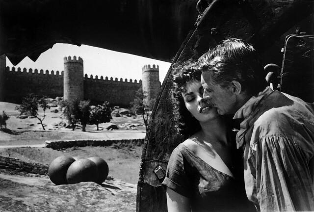 Софи Лорен и Кэри Грант на съёмках фильма «Гордость и страсть», 1957. Фотограф Эрнст Хаас