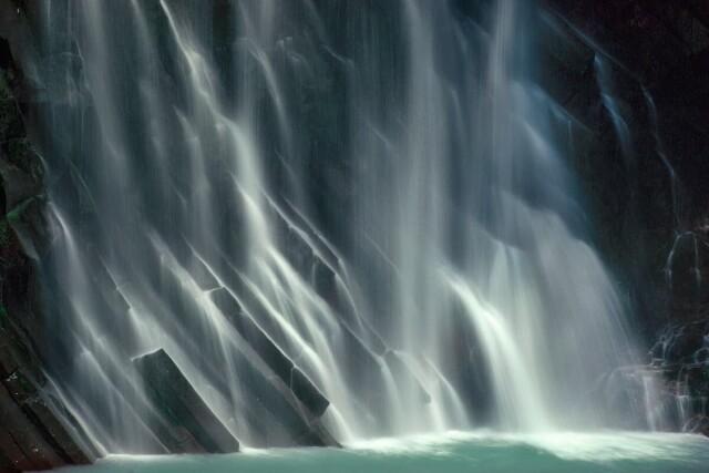 Водопад. Кюсю, Япония, 1981. Фотограф Эрнст Хаас