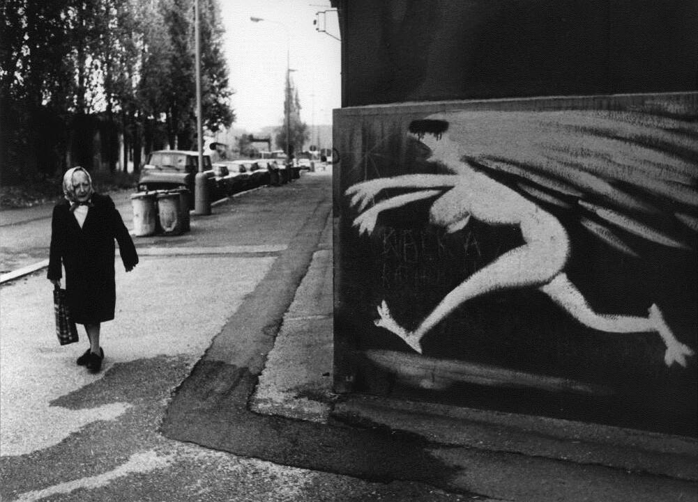 Из цикла «Люди в городе», 1995. Фотограф Франтишек Досталь