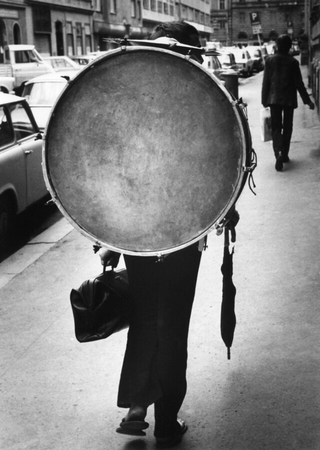 Музыкант. Прага, 1975. Фотограф Франтишек Досталь
