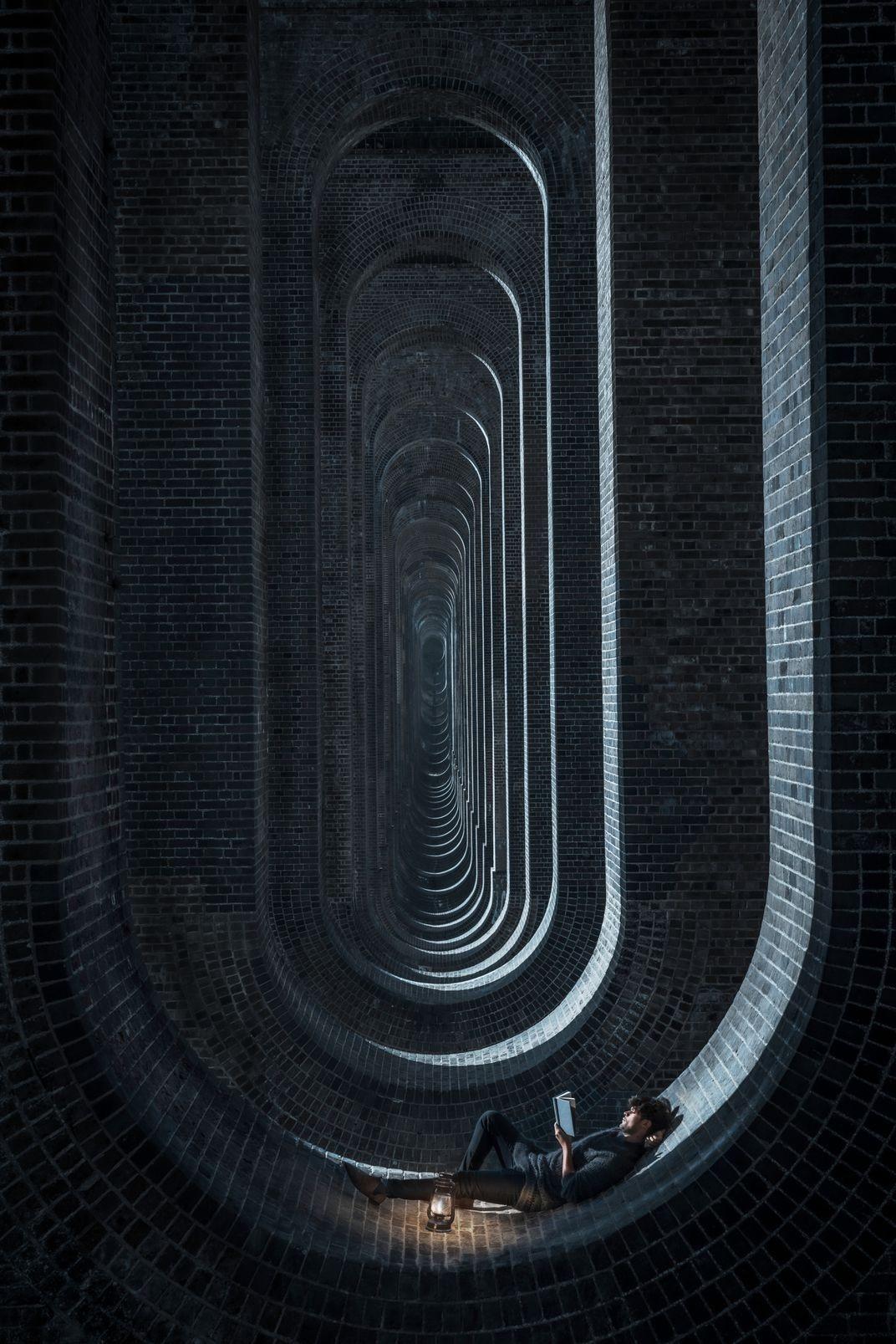 Финалист в категории «Изменённые изображения», 2020. «Свет и тень». Виадук долины Уз, Англия. Автор Али Алсулайман