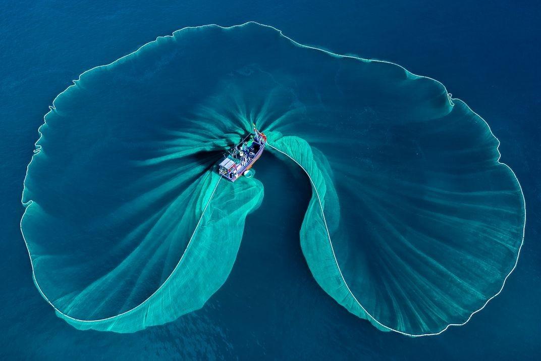 Финалист в категории «Путешествия», 2020. Рыбацкая лодка, Фуйен, Вьетнам. Автор Фуок Хоай Нгуен
