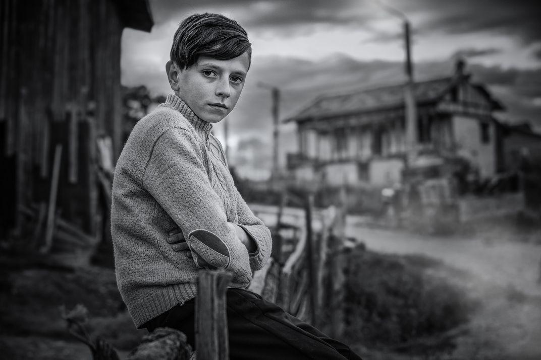 Финалист в категории «Люди», 2020. Деревенский мальчик в Родопских горах, Болгария. Автор Владимир Карамазов