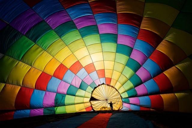 Выбор читателей, 2020. Подготовка воздушного шара к туристическому фестивалю в Национальном парке Ба Ви, Вьетнам. Автор Тран Туан Вьет