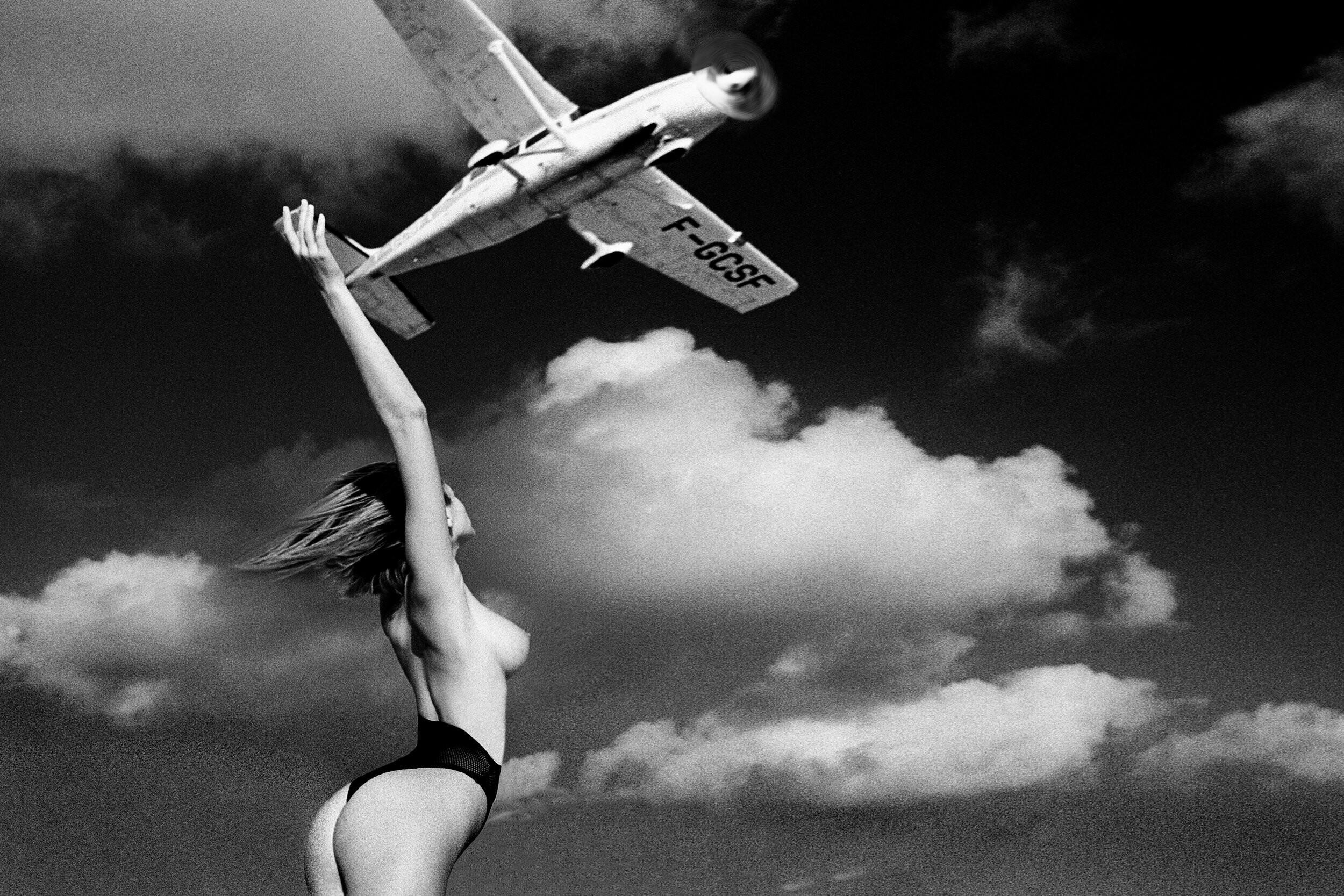 Эшли и самолёт, 1984. Фотограф Марко Главиано