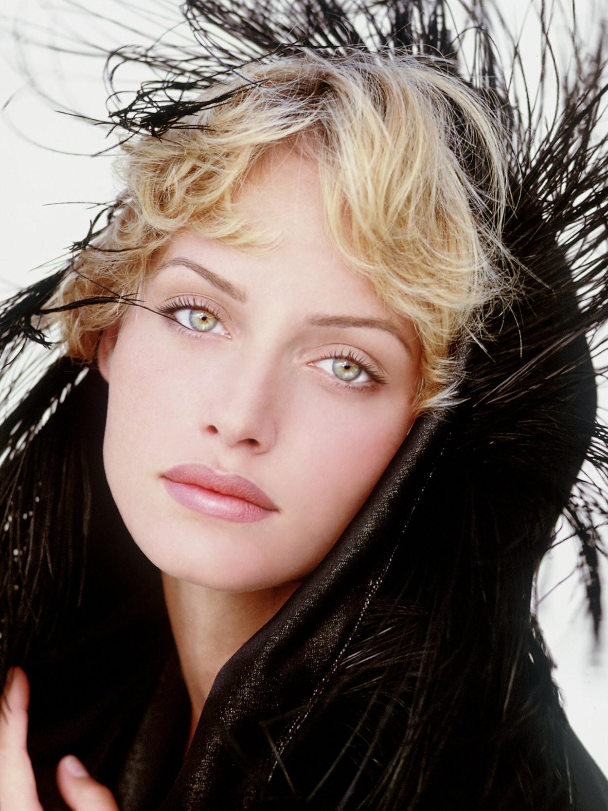 Эмбер Валлетта для британского Elle, 1992. Фотограф Марко Главиано