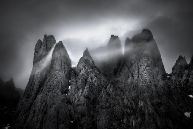 «Туманная корона». 2-е место в категории «Пейзаж», 2020. Автор Марвин Дил