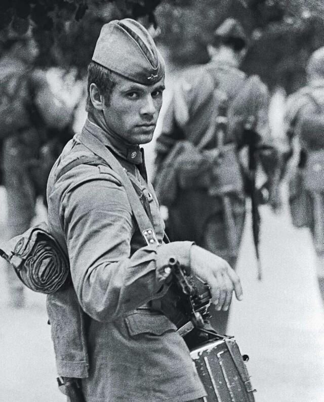 Солдат, 1973. Фотограф Владимир Вяткин