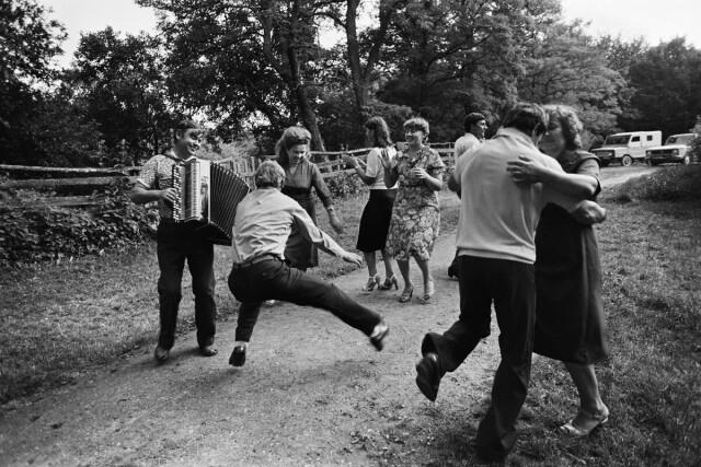 «Какие танцы без баяна», 1983. Фотограф Владимир Лагранж