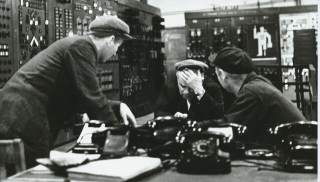На заводе, 1960-е. Фотограф Юрий Абрамочкин