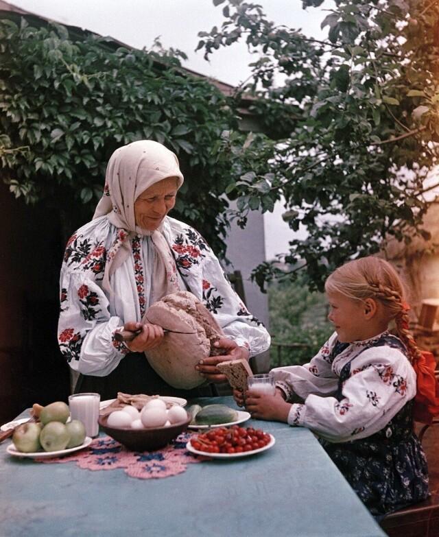 Завтрак, 1950-е. Фотограф Семён Фридлянд