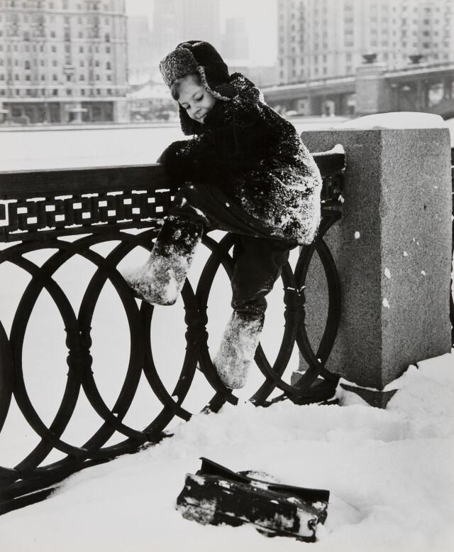 «Почему Коля не пошёл в школу», 1960-е. Фотограф Дмитрий Бальтерманц