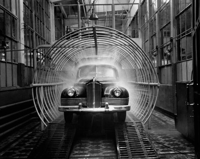 Испытание нового автомобиля ЗИС-110, 1947. Фотограф Дмитрий Бальтерманц