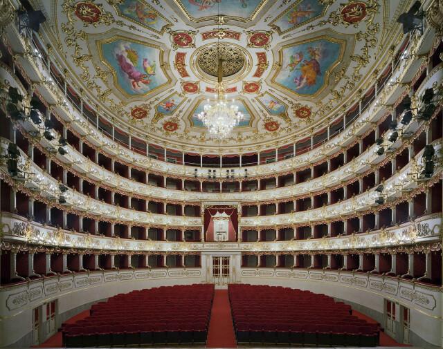 Муниципальный театр Валли, Италия, 2010 год. Фотограф  Дэвид Левенти