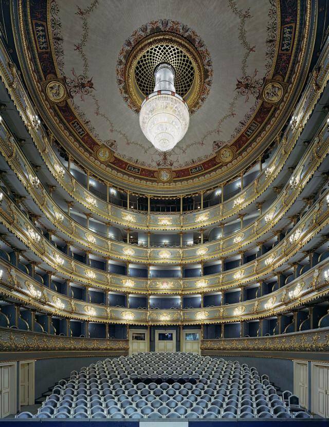Государственный театр, Прага, Чехия, 2008 год. Фотограф Дэвид Левенти