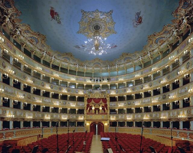 Театр  Ла Фениче, Венеция, Италия, 2008 год. Фотограф Дэвид Левенти
