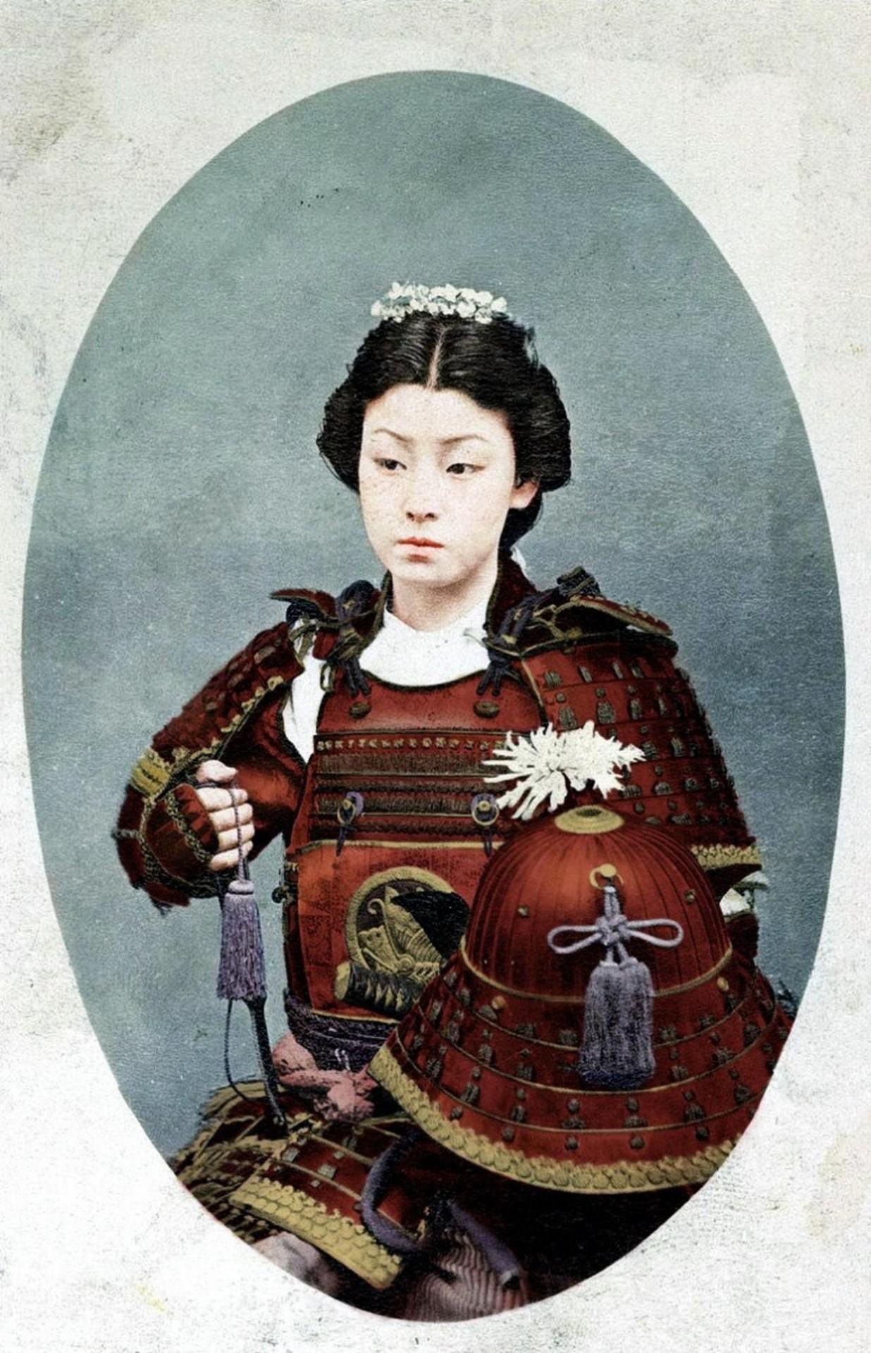 Раскрашенная фотография женщины-самурая конца 1800-х годов