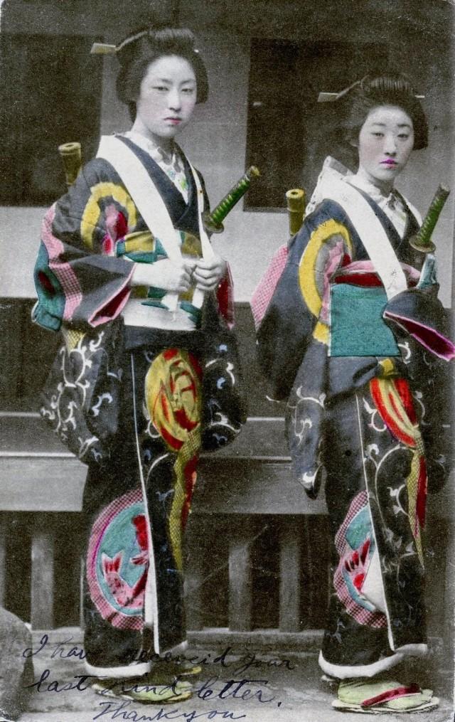 Старинная раскрашенная фотография женщин в Японии