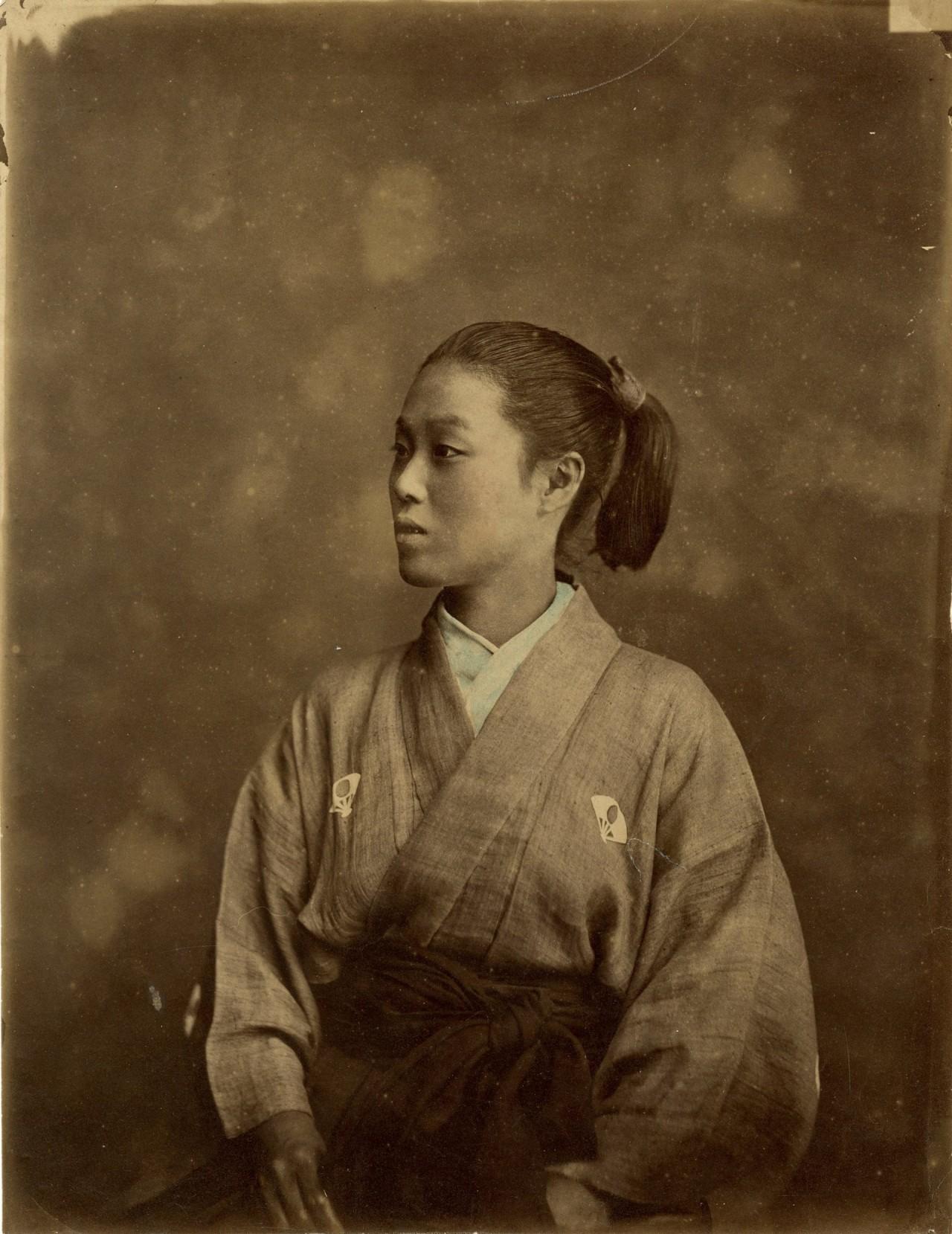Женщина-самурай в фехтовальной экипировке, 1875. Автор барон Раймунд фон Стиллфрид