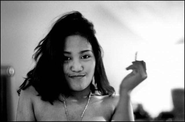 Развязная девушка, Джакарта, Индонезия, 2005. Джефф Уайденер