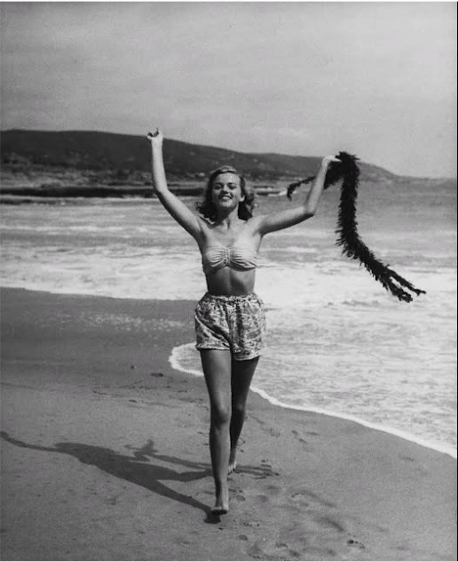 Девушка на пляже, Калифорния, США, 1945. Уолтер Сандерс