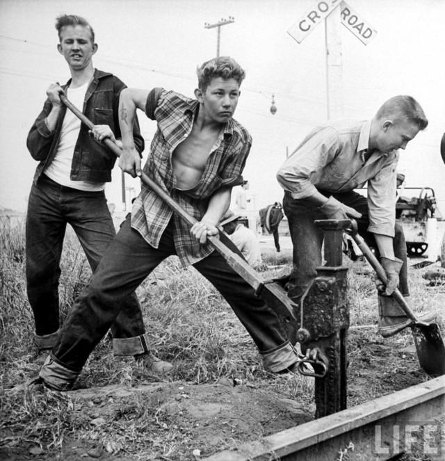 Юные рабочие на Южно-Тихоокеанской железной дороге. Уолтер Сандерс