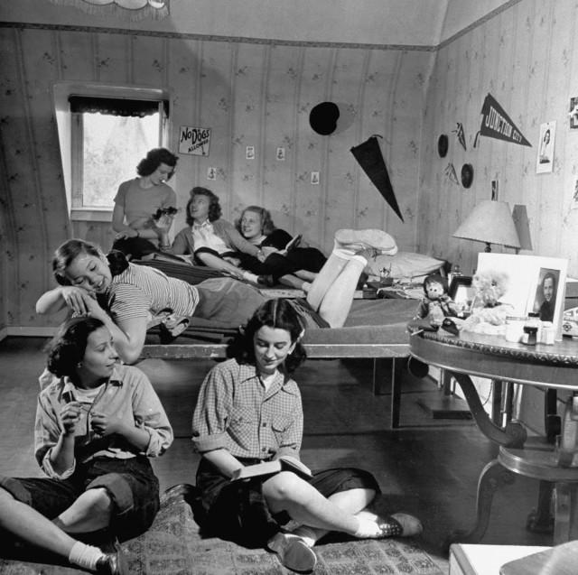 Общежитие для девочек в Гейдельберге, Германия, 1947. Уолтер Сандерс