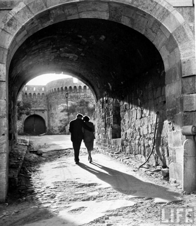 Пара в Белграде, Югославия (современная Сербия), 1948. Уолтер Сандерс